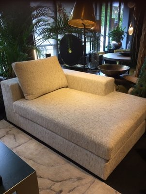 SALE: Showmodel Macazz Valencia Loungebank